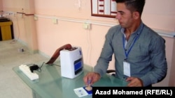 موظف في مركز تصويت بالسليمانية في إنتخابات إقليم كردستان