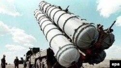 Әуе шабуылына қарсы қолданылатын С-300 зениттік зымыран кешені. Көрнекі сурет.