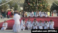 Новогодний утренник в Ашхабаде (архивное фото)