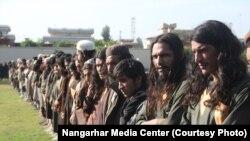 ده ها جنگجوی داعش در ولایت ننگرهار به حکومت افغانستان تسلیم شدند. November 17 2019
