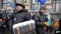 Вартовий біля Майдану, 17 грудня 2013 року