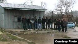 Протест на превозниците на ученици во долненското село Житоше.