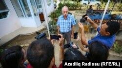 Ադրբեջան - «Թուրան» գործակալության տնօրեն Մեհման Ալիևը հարցազրույց է տալիս մեկուսարանից դուրս գալուց հետո, Բաքու, 11-ը սեպտեմբերի, 2017թ․