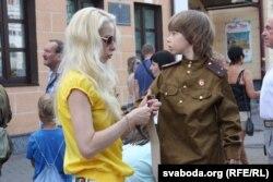 За мільён рублёў некаторыя берасьцейцы набывалі сваім дзецям форму чырвонаармейцаў