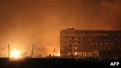 Китай, Тяньцзинь - Пожар после взрыва, 13 августа 2015 г.