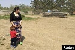 Российский танк на тренировочном полигоне в лагере Кузьминский, Ростовская область