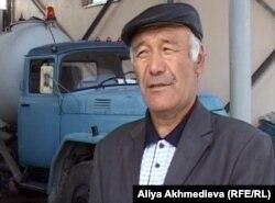 Житель Кызылагаша Даулетхан Керимов. Алматинская область, 14 октября 2011 года.