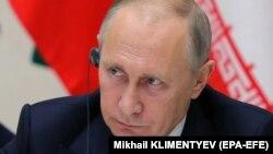 25 листопада президент Росії Володимир Путін (на фото) підписав закон про засоби масової інформації – «іноземних агентів», і документ почав діяти