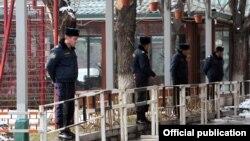 Armenia - Police officers guard kiosks built in Yerevan's Mashtots Park, 13Mar2012.