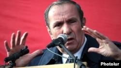 Armenia - Armenian National Congress leader Levon Ter-Petrosian speaks at an opposition rally in Yerevan.