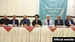 با پیشنهاد محمدرضاعارف و عبدالواحد موسویلاری رایگیری اصلاح طلبان درباره «عدم ارائه لیست» به تعویق افتاد