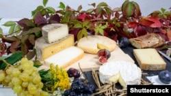 Французские сыры и виноград
