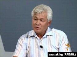 """Муратбек Кожобеков """"Азаттыктын"""" Бишкектеги кеңсесинде. 28.07.2010."""