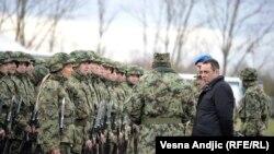 Ministar odbrane Srbije Aleksandar Vulin na vojnoj vežbi u novembru 2017.