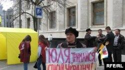 Прогнозы говорят о том, что от политического кризиса на Украине выиграет Юлия Тимошенко