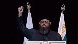 """Адам Шахидов. Кадры из выступления, где он утверждает, что """"Ахмат - сила"""" - это мусульманский лозунг и его нужно произносить"""