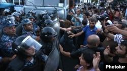 Сутички між активістами і поліцією у Єревані, Вірменія, 19 липня 2016 року
