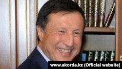 Әділбек Жақсыбеков, Қазақстан президенті әкімшілігінің басшысы.