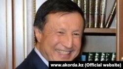 Әділбек Жақсыбеков.