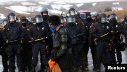 Sukob policije i demonstranata u Kenon Bolu, Severna Dakota, zbog gasovoda, februar 2017. godine