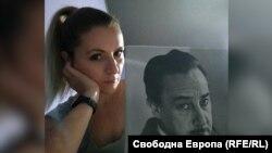 Калояна Климентова до снимка на френския писател Ромен Гари
