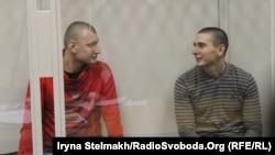 Екс-беркутівці Сергій Зінченко та Павло Аброськін під час судового засідання у Печерському суді. Київ, 23 січня 2015 року