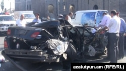 Armenia - A crashed car that was chased by police officers investigating a series of robberies in Yerevan, 23Sep2011.