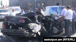 Վթարի ենթարկված մեքենան, որում գտնվել էին հանցավոր խմբի որոշ անդամներ, 23 սեպտեմբեր, 2011