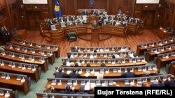 Zahtev poslanika ne tiče izazivanja suda, kaže Tači
