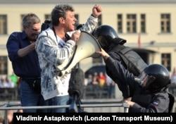 """Борис Немцов во время митинга """"Марш миллионов"""" на Болотной площади,6 мая 2012 года"""