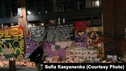 Мемориал жертвам полицейской агрессиив США, архивное фото
