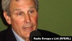 Louis Sell: Kosovo treba da sarađuje sa međunarodnom zajednicom, sve dok ona bude igrala fer