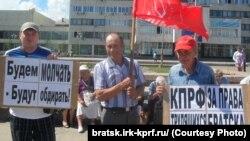 Участники митинга в Братске
