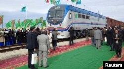 Церемония открытия новой железной дороги, связывающей Казахстан, Туркменистан и Иран. Село Ак Яйла в Туркменистане, 3 декабря 2014 года.