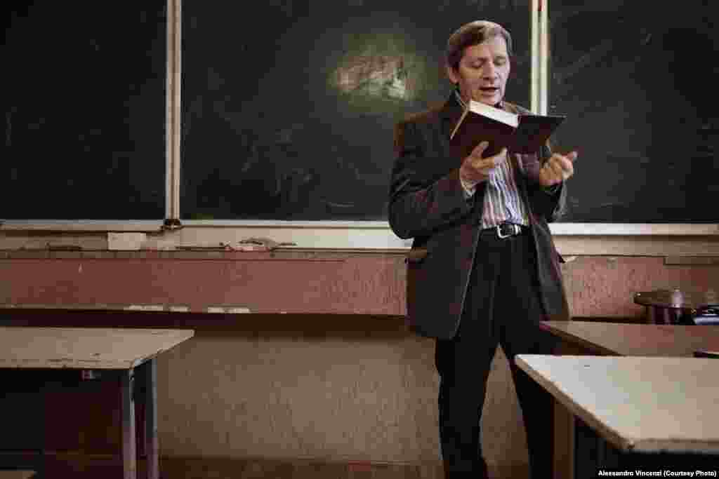 A teacher delivers a lecture in Belarusian literature.