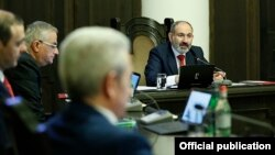 Armenia -- Prime Minister Nikol Pashinian speaks at a cabinet meeting, Yerevan, April 30, 2020.