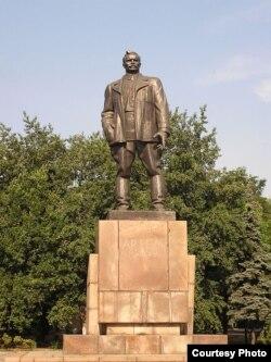 Памятник Артему в Донецке