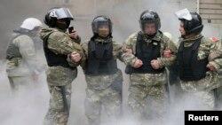 Украинские полицейские в день празднования Победы, 9 мая 2017 г.
