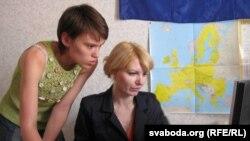 Галіна Краўчанка (справа) і Ірына Польская, сябра яе ініцыятыўнай групы.