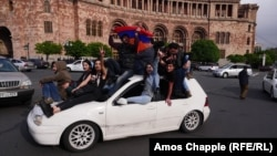 ARMENIA -- A car brings young protesters to Republic Square in Yerevan, April 20, 2018