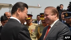 Chinese President Xi Jinping (L) is welcomed by Pakistani Prime Minister Nawaz Sharif after arriving in Islamabad on April 20.