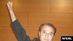 منصور اسانلو، از فعالان حقوق کارگران ایران که هم اکنون در زندان به سر می برد.