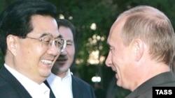 Архивска фотографија: Рускиот премиер Владимир Путин и кинескиот претседател Ху Џинтао.