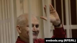 Алесь Бяляцкі перад прысудам