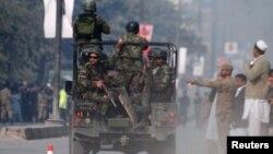Pjesëtarë të forcave të sigurisë së Pakistanit
