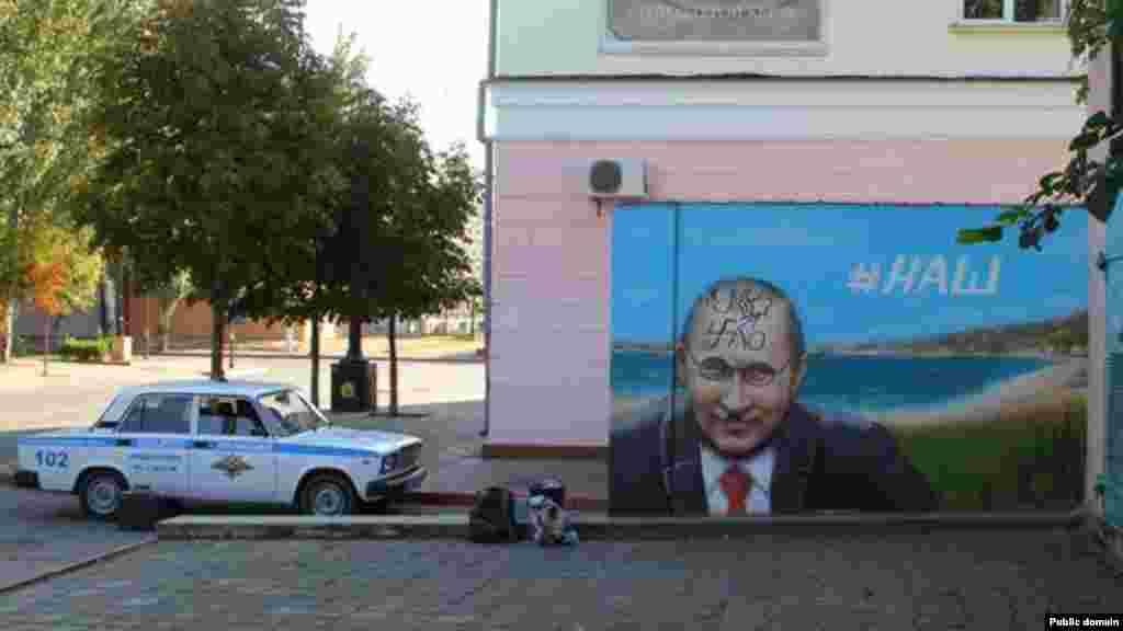 В Керчи в ночь на субботу 3 октября неизвестные разрисовали граффити с портретом Путина