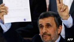 Махмуд Ахмадинеджад в начале избирательной кампании в апреле 2017 года