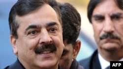 Prime Minister Yousuf Raza Gilani arrives at the Supreme Court in Islamabad on January 19.