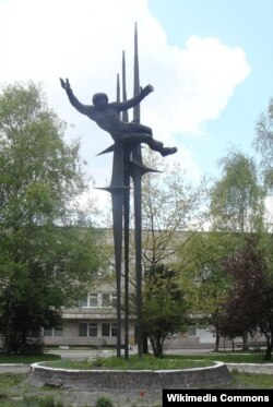 Памятник Валентине Терешковой во Львове