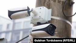 «Коопсуз шаар» долбоорунун алкагында Бишкектеги көчөлөрдүн бирине коюлган камералар.
